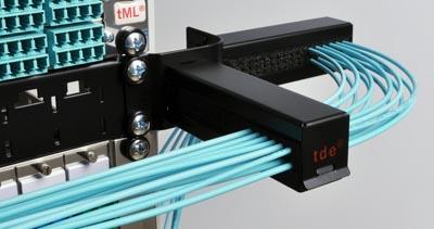 Gestión de cables con descarga de tracción