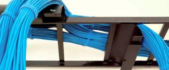 canal vertical para gestión de cables