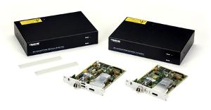 """Black Box ha presentado su nuevo extensor KVM DisplayPort 1.2 (para teclado, ratón y pantalla). Este extensor KVM ha sido pensado para su uso a largas distancias, pues permite conducir la señal hasta 10 km de distancia, incluyendo vídeo de alta calidad 4k/60Hz. Para conseguir alcanzar distancias de 10 kilómetros, este KVM debe trabajar en single-mode, mientras que si lo utilizamos en multi-mode, podremos alcanzar como máximo un 10% de esta distancia, """"solo"""" 1 km. Es un dispositivo que puede ser utilizado en tareas de supervisión de aplicaciones de misión crítica que deban ser realizadas desde una distancia segura en tiempo real, incluyendo la visualización remota de datos y vídeo, con la posibilidad que los diseñadores puedan gestionar la edición y la post producción remotamente pero con un control absoluto. Este extensor KVM DisplayPort de larga distancia de Black Box soporta vídeo de alta calidad con resoluciones 4k a 60 Hz en enlace punto a punto a través de DisplayPort 1.2, lo que le permite estar preparado para el futuro. Entre las resoluciones incluidas tenemos la de los 4096x2160 y los 3840x2160. También dispone de USB HID con opción para USB 2.0 integrado, audio analógico (también soporta audio digital integrado en DisplayPort) y datos serie. A través del puerto DisplayPort puede transferir audio en formato PCM con una ratio de sampleo de hasta 96 Hz. La monitorización en local es posible con un cable de splitter separado (referencia ACXSPL12), y es posible integrarlo de forma muy fácil al sistema de matriz de switching de periféricos y vídeo DKM FX HD. Complementos para el extensor KVM DisplayPort Junto a la disponibilidad de este dispositivo KVM, Black Box también ha lanzado una serie de accesorios que, por ejemplo, permiten montarlo en rack, en muro o sobre mesa, así como una fuente de alimentación redundante."""