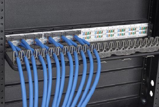 Accesorio para gestionar cables Cat6 y Cat6A