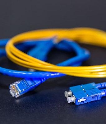 ¿Cuál es la compañía con la fibra óptica más rápida?